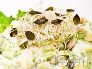 Рецепта Млечна салата с авокадо и тиквички